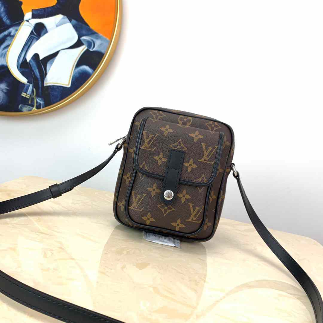 LV NEW M69404!WEARABLE WALLET SMALL BAG M69404!WEARABLE WALLET